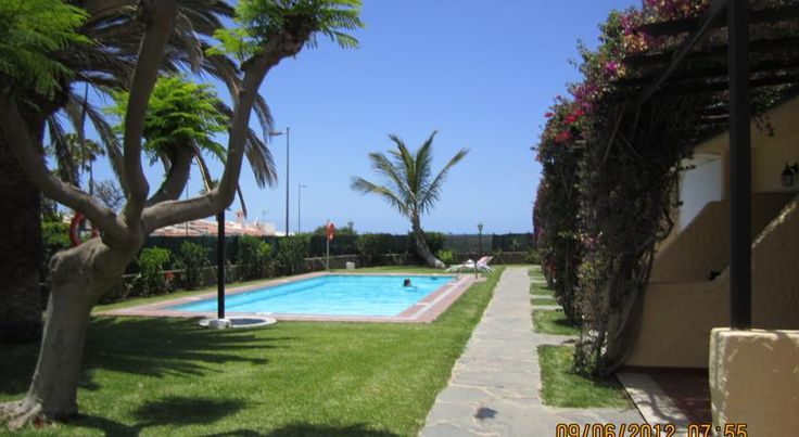 Bungalows Augustino Playa del Ingles Featuring free WiFi, RK Augustino Bungalows is located in Playa del Inglés. Set 1 km from the Maspalomas Dunes, this property offers a shared outdoor swimming pool, terrace, and garden.  Each bungalow has 1 double bedroom and a bathroom with a...