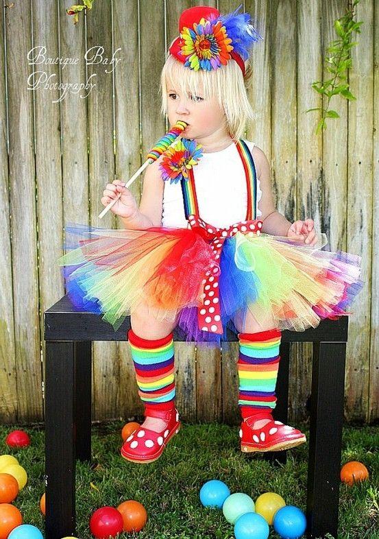 Una payacita con tutu multicolor