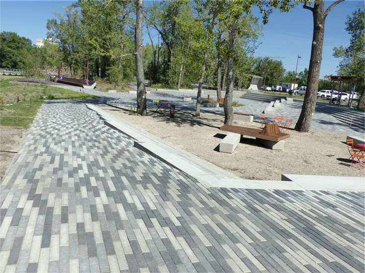Broadway is a paver with a linear, contemporary design and can be used to create flow to any outdoor living space. It works well when laid in an offset pattern and stands out even without the addition of other paver sizes. It's perfect for both commercial and residential applications.