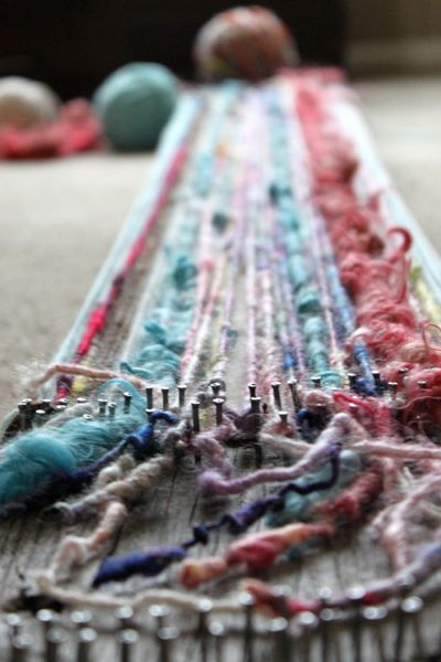 Easy scarf project. Making my own board loom: Loom Scarfs, Diy Scarfs, Diy Loom, Scarfs Projects, Awesome Loom, Homemade Loom, Easy Scarfs, Scarfs Tutorials, Fiber Art Projects