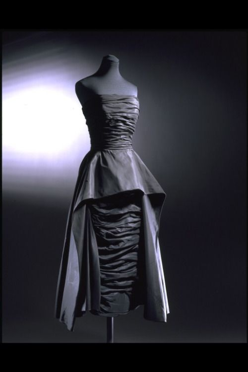 Dress Christian Dior, 1952 The Victoria & Albert Museum