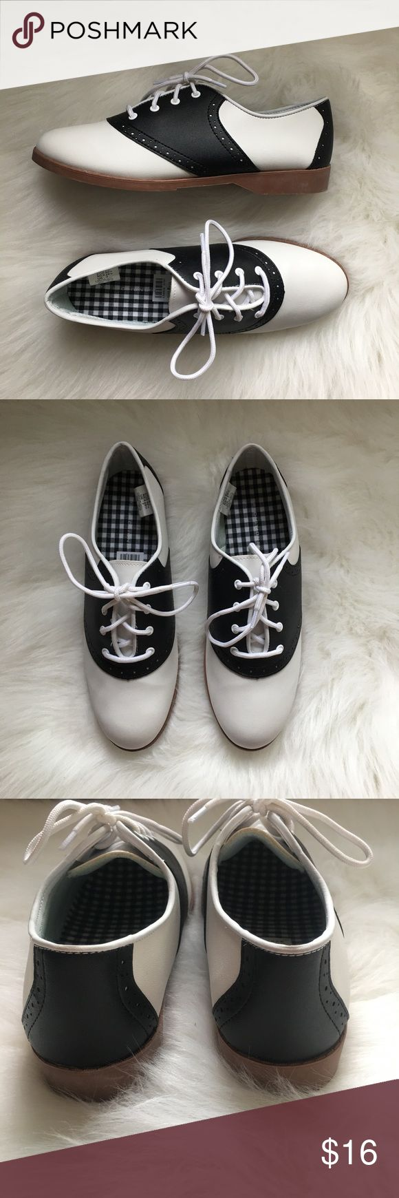 Black & White Saddle Shoes NWT Brand new saddle style shoes. Oxfords. 40s style, swing dancing shoes. Skid resistant so great for waitressing, dancing, or musical theater. Size 8.5. Predictions Shoes Flats & Loafers