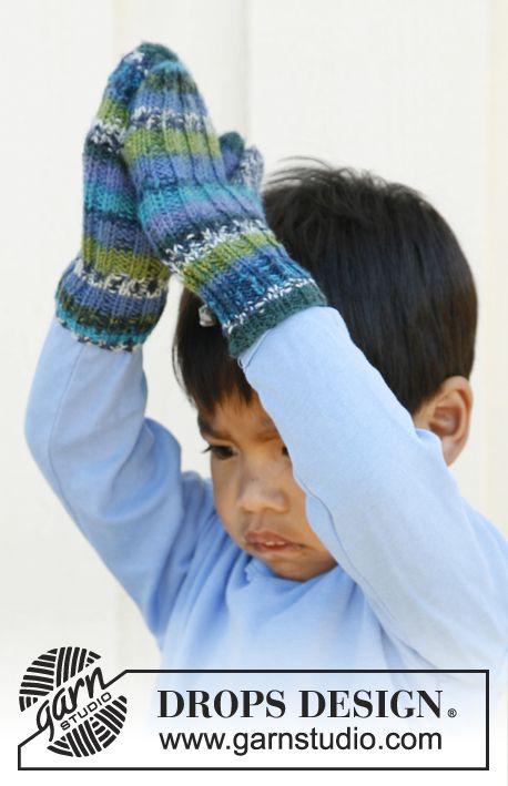 """Jules / DROPS Children 22-37 - Ribbestrikkede DROPS votter i """"Fabel"""". Str 3 til 12 år"""