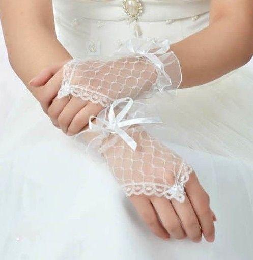Дешевое Белый цвет кружево без пальцев свадебные перчатки, Купить Качество Свадебные перчатки непосредственно из китайских фирмах-поставщиках:     Горячая высококачественные элегантные свадебные перчатки                    В нашем магазине с
