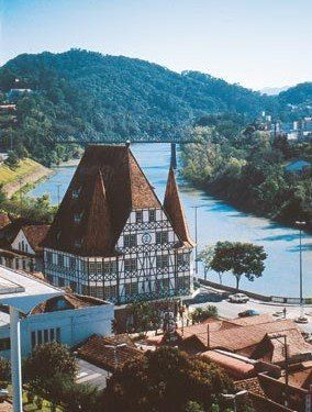 Blumenau, Alemanha? Não, isto é no Brasil, estado de Santa Catarina.