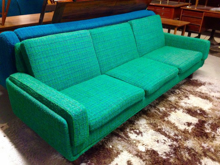 Retro sovesofa med 2 stoler selges samlet nå på tilbud kun 5000kr. Hel og fin. Høyde: 40 cm / 70 cm Dybde: 80 cm Lengde: 220 cm (3-seter), 85 cm(lenestol) Sofaen er solgt, kun 2 stoler igjen. Selges for 1200kr pr stk. Kan være behjelpelig med levering i Oslo området mot ett lite tillegg i prisen.