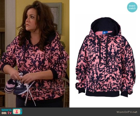 Victoria's pink printed hoodie on Mike and Molly.  Outfit Details: https://wornontv.net/57482/ #MikeAndMolly