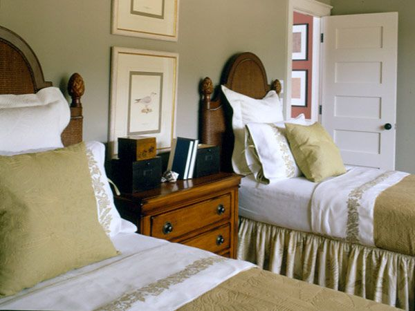 Exceptional Upstairs Bedroom With Twin Beds