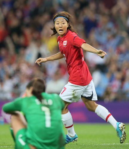【米国・日本】後半、ゴールを決めた大儀見=ロンドンのウェンブリー競技場で2012年8月9日、佐々木順一撮影