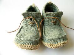 These crochet shoes are adorable!!  Anatomía: me acabo de enamorar....