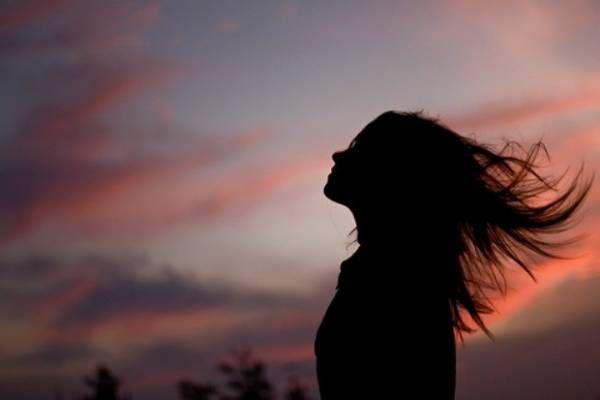 Έλεγα πάντα πως η ζωή είναι στιγμές, που σε ακολουθούν. Μικρές η μεγάλες,δεν έχει σημασία. Κάνουν κουμάντο στις αποφάσεις σου,...