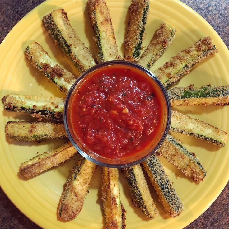Baked Zucchini Sticks with Marinara.   Super quick healthy snack. Under 200 calories. I've posted these before, so nothing new. But they are SO tasty! I could eat these all day long. •  •  •  #Skinnytaste #EatYourVeggies #Food #HealthyFood #HealthySnack #HealthyEating #CountingCalories #ILoveFood #ILoveVeggies #GettingHealthy #StayingHealthy #GettingFit #StayingFit