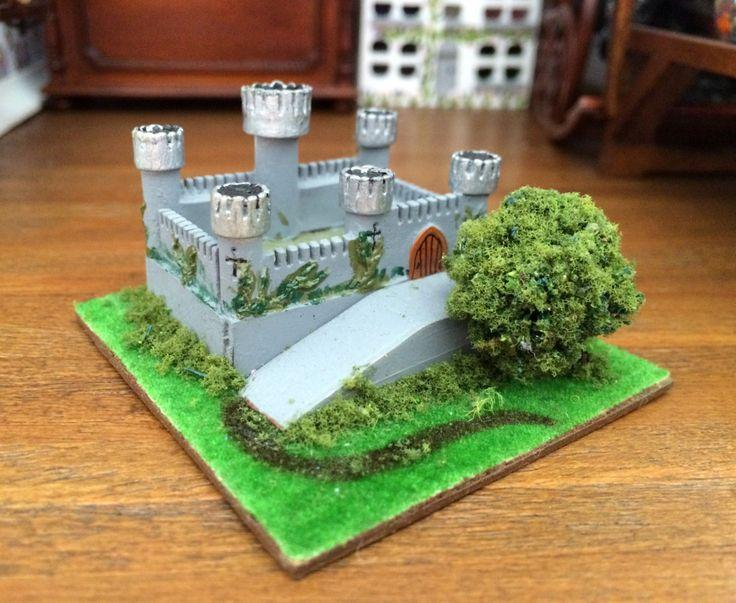 Château miniature jouet enfant maison de poupées échelle 1:12 de la boutique MadeInEven sur Etsy