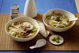 Asia-Suppe mit Tafelspitz, Reisnudeln, Shiitake und Wasabi