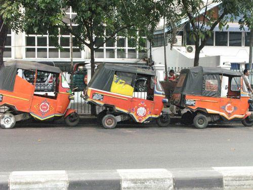 bajaj-up-close-in-jakarta great in the traffic
