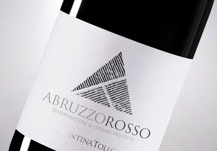 Vedi il mio progetto @Behance: \u201cCantina Tollo: Abruzzo Rosso\u201d https://www.behance.net/gallery/47307903/Cantina-Tollo-Abruzzo-Rosso