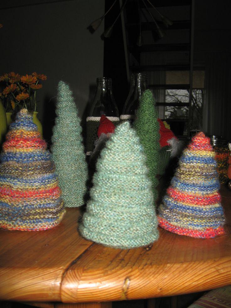 kerstbomen rondgebreid