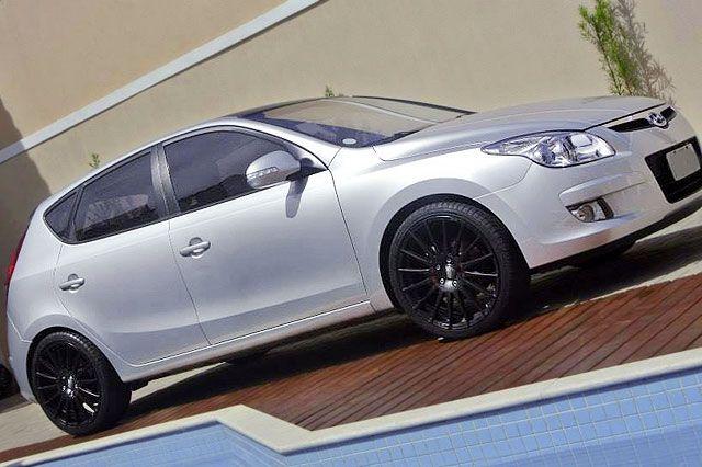 Hyundai I30 com molas, rodas e ponteira de escap esportivas