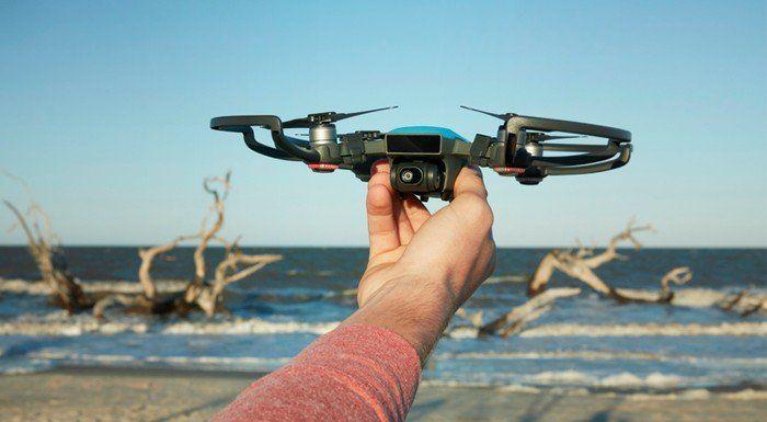 Drone üreticisi DJI, Spark adını alan yeni drone modelini resmi olarak tanıttı. en önemli özelliklerinden birisi küçük boyutları ve hızlı çalıştırma imkanı olarak öne çıkıyor. #İşCep #AnındaBankacılık #teknoloji #technology #digital #dijital #teknolojitasarım #teknolojiicatları #teknolojiürünleri
