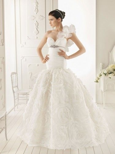 Organza Ruffle One-Shoulder Ball Gown Style with Lavish Rosette Skirt New Style Wedding Dress