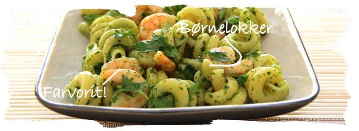 Pastasalat m. kæmperejer og hvidløgspesto fra Salat Tøsen