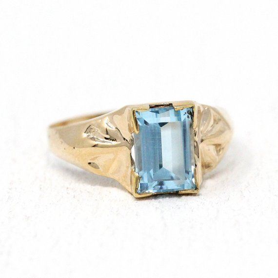 Stunning Vintage Mid Century Era 10k Yellow Gold Ring Featuring A Genuine Blue Topaz The Medium Blue Gem We Vintage Blue Topaz Rings Blue Gems Blue Topaz Ring