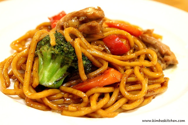Chicken Stirfry Noodles: Hokkien noodles, chicken, garlic, onion, broccoli, capsicum pepper, carrots, Lee Kum Kee Chicken Marinade sauce, veg oil.