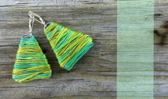 Orecchini fai da te con graffetta e filo di lana colorato. Stupenda idea regalo  #faidate #diy #fattoamano #regali #regalo #natale #ideeregalo #orecchini