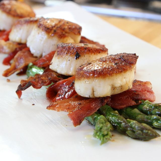 Sea Scallops, Bacon, Asparagus, Roasted Red Peppers - Paleo Nick