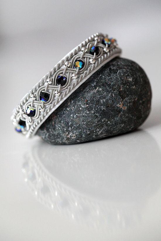 Lindas armband: Mellanbrett vitt tennarmband med swarovski- och si...