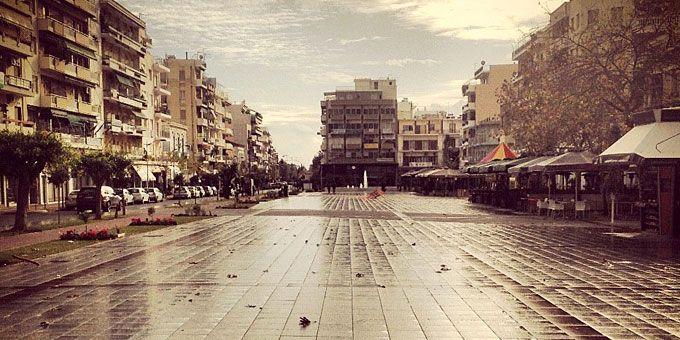 Η Καλαμάτα, μια πόλη 66.359 κατοίκων, είναι η δεύτερη μεγαλύτερη σε πληθυσμό πόλη της Πελοποννήσου μετά την Πάτρα. Είναι σημαντικό αστικό, οικονομικό και εμπορικό κέντρο της περιοχής, καθώς και διοικητικό κέντρο του νομού Μεσσηνίας.