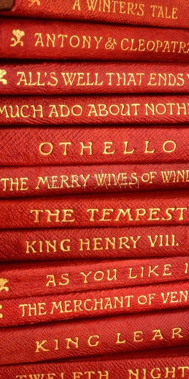 Red | Rosso | Rouge | Rojo | Rød | 赤 | Vermelho | Color | Colour | Texture | Form | Pattern | books