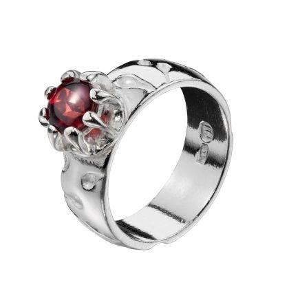 Kalevala Koru / Kalevala Jewelry / ANNA RING / Designer: Kirsti Doukas / Material: silver with garnet stone also available with smoky quartz or topaz