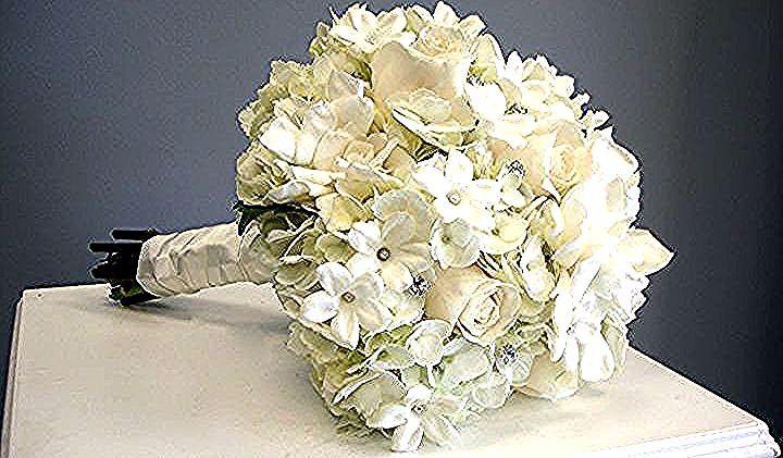 Mazzi Di Fiori Particolari Bouquet Gardenie Bianche Raso Bianco Gambo In 2020