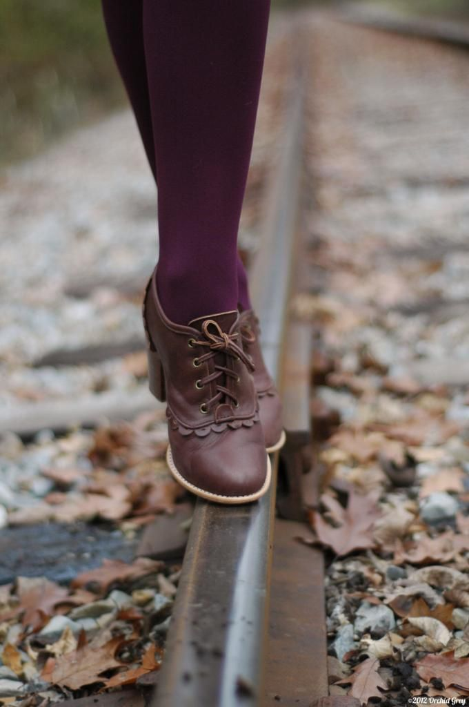 Divine! I have shoes similar to this, great pin! Brown oxfords + wine tights.. Perfect with a forest green dress.