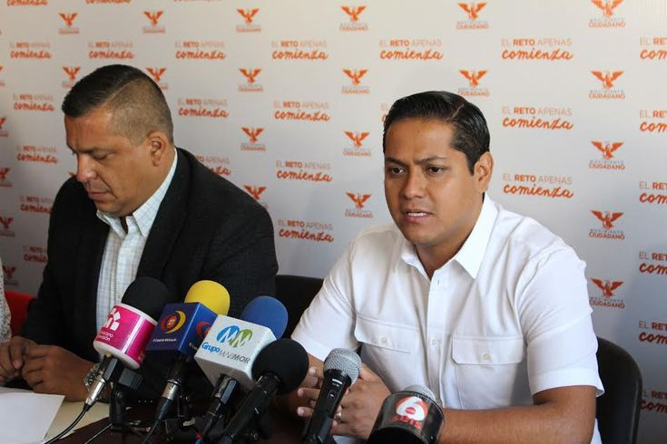 El Gobierno Federal se opone de manera irracional e incomprensible a que el doctor José Manuel Mireles Valverde, ex líder de las autodefensas michoacanas, sea trasladado del CEFERESO de Sonora ...