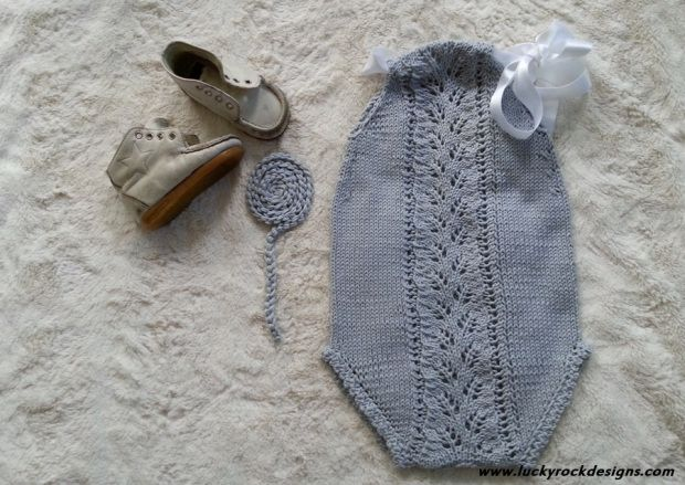 Supercute knitted summer suit. I knitted it after a Paelas pattern.