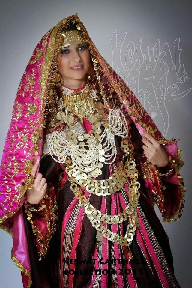 Tunisia   Arabian women in traditional clothing