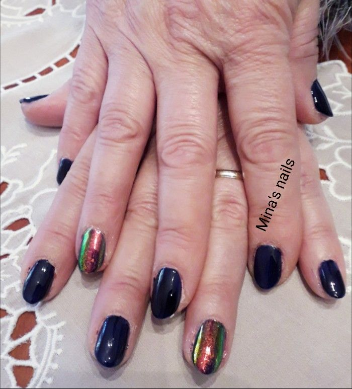 Dark blue nails and mirror powder