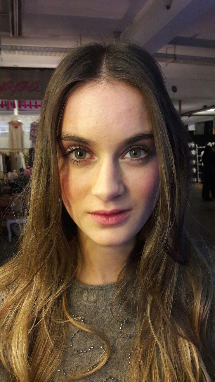 Makeup & Hair: @barbirojas Natural makeup. Dewy skin. Model, Beauty