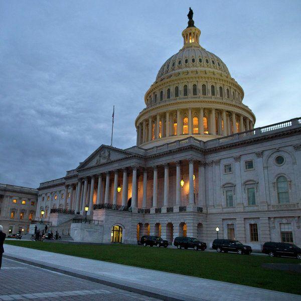 Резолюция 758, принятая конгрессом США, бездоказательно обвиняет Россию в нарушении международных норм, подобные документы приводят к серьезным последствиям, заявил конгрессмен Рон Пол.