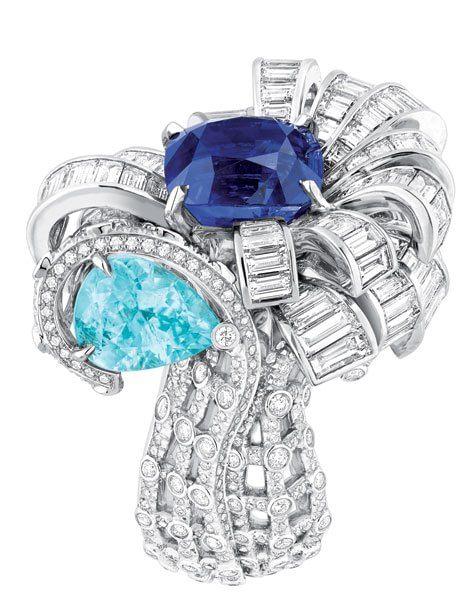 Anello <i>Ailée</i>. Oro bianco, diamanti, tsavorite, granati di demantoide e tormaline verdi
