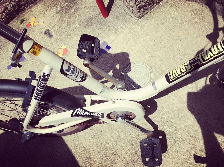#bicycle #muji #sticker #LTTG #shadows #hardcorechocolate #thrasher #チャリ #無印良品 #たまにはメンテナンスして #無理矢理ステッカー増やして #明日からまたハードコアな朝のカオス通勤 by kiki.0427