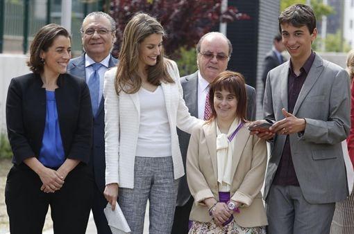 La Princesa Letizia apoya la autonomía personal y la inclusión socio-laboral  http://www.europapress.es/chance/realeza/noticia-princesa-letizia-apoya-autonomia-personal-inclusion-socio-laboral-20130522113940.html