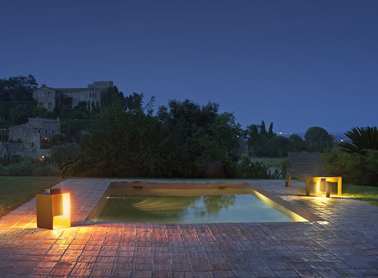 Port outdoor light designed by Xuclà. http://www.vibia.com/en/lamps/show/id/46509/outdoor_lamps_port_4650_design_by_xucla.html?utm_source=pinterest&utm_medium=organic&utm_campaign=port