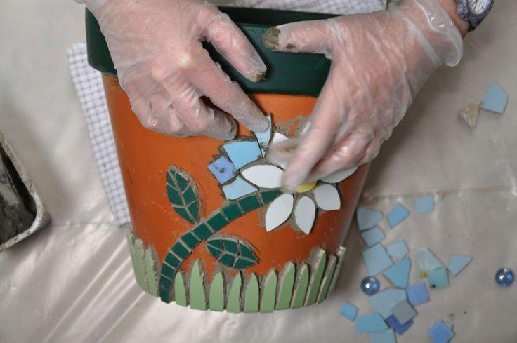 How to make a mosaic flower pot