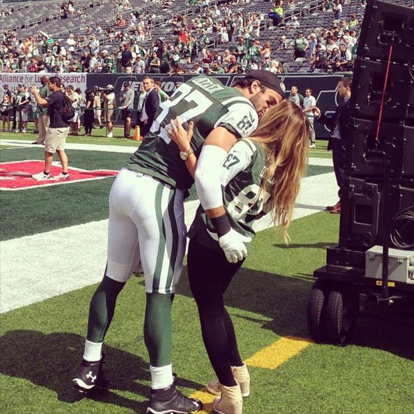 Jessie James Decker Wows While Singing National Anthem at Jets Game: Watch and Listen Now! | E! Online Mobile