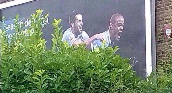 Vincent Kompany lokomotywą w krzakach • Śmieszny billboard Manchesteru City • Dwuznaczna promocja Mistrza Anglii • Wejdź i zobacz >> #mancity #manchestercity #football #soccer #sports #pilkanozna #funny
