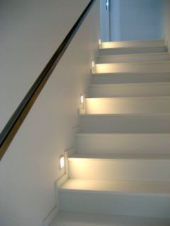 iluminação na escada!!!! Stair lights. Because if I had a quarter for every time I've fallen/almost fallen down our stairs....