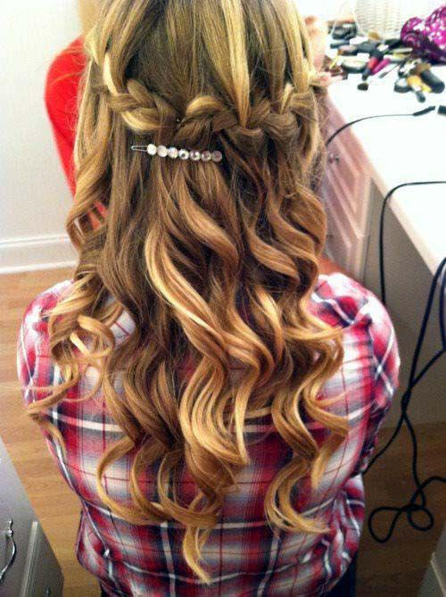 30 cabelos penteados com cachos soltos e dicas e cuidados essenciais para manter e fazer o cabelo perfeito! http://salaovirtual.org/cacho-solto/ #cachossoltos #penteadosimples #salaovirtual